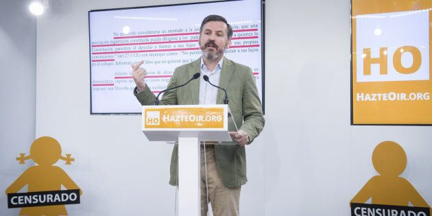 Una avioneta tránsfoba de la asociación ultracatólica HazteOir sobrevolará España este