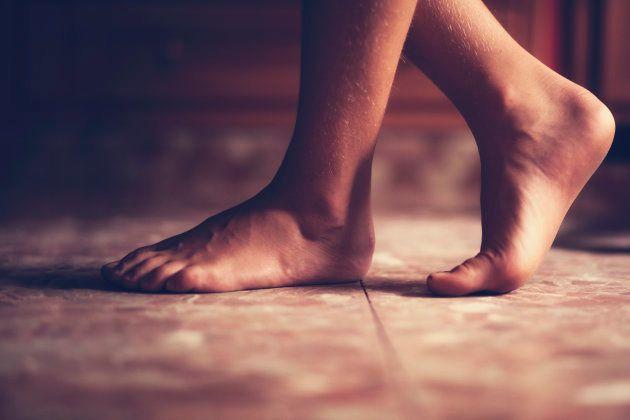 Por qué las sandalias planas pueden ser dañinas para la