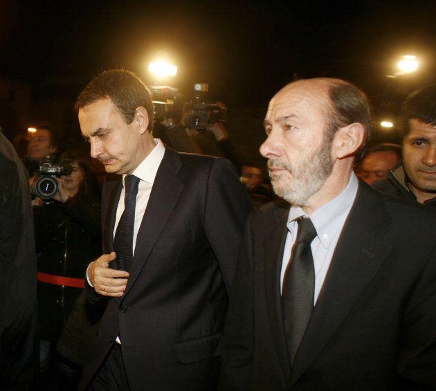 Rodriguez Zapatero y Perez Rubalcaba durante la visita a la capilla ardiente del concejal socialista...