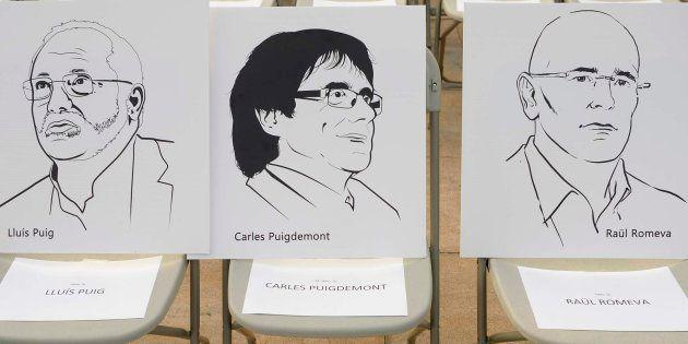 Carteles que muestran a Carles Puigdemont, Raül Romeva y Lluis