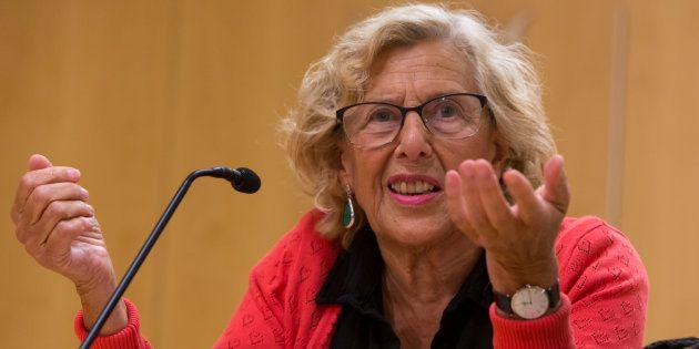 La alcaldesa de Madrid, Manuela Carmena, en una rueda de prensa en el