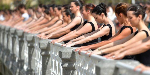La playa de la Concha se convierte en un estudio de danza para 1.500