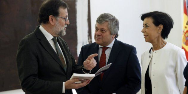 Rajoy recomienda 'Donde los escorpiones', de Lorenzo Silva, por Sant