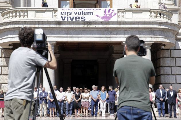 El alcalde de Valencia, Joan Ribó, preside una concentración de rechazo a la violencia machista, tras...