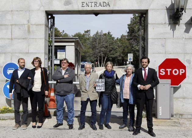 Miembros de las dos familias que han pedido las exhumaciones de sus allegados en el Valle de los Caídos...
