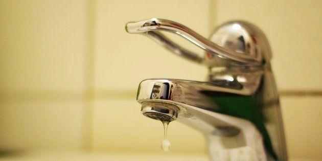 El precio del agua doméstica varía hasta el 256 % en España, según