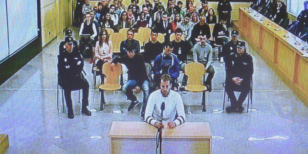Imagen de archivo de la primera jornada del juicio por la agresión de Alsasua, con los acusados sentados...