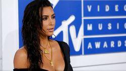 Un troll irrumpe tras un tuit de Kim Kardashian en favor de los transgénero y se lleva un 'zasca'