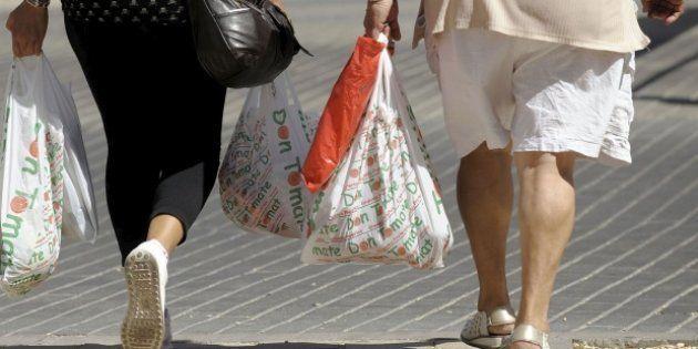 El Gobierno prevé prohibir las bolsas de plástico en 2020 y su distribución gratuita a partir de marzo...