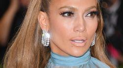 El loco vestido (y la loca tarta) de Jennifer Lopez para celebrar sus 48
