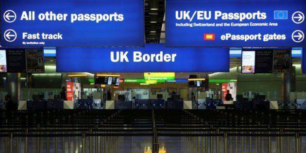 Control fronterizo en la terminal 2 del aeropuerto de Heathrow (Londres), en junio de