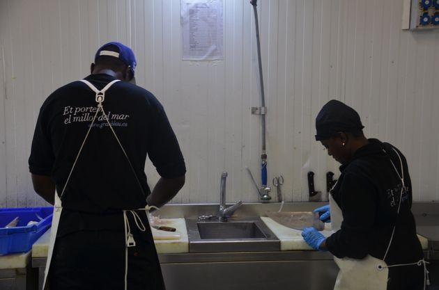De manteros a pescaderos: la segunda oportunidad de Alassane y
