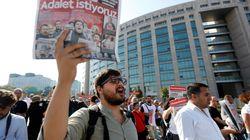 Periodistas turcos denuncian ser juzgados por terrorismo por pedir una