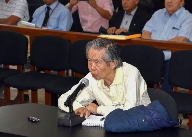 El expresidente peruano Alberto Fujimori, durante un juicio el 20 de abril de 2018 en Lima por la matanza...