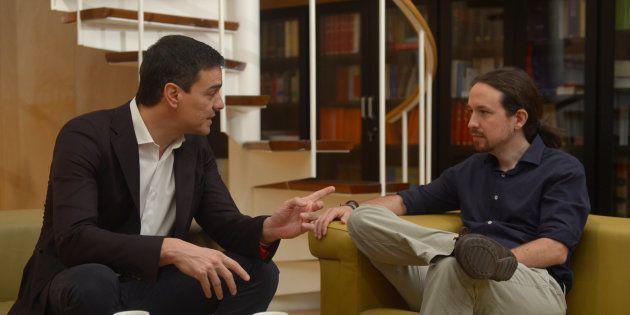 Pedro Sánchez y Pablo Iglesias durante una reunión en el Congreso en