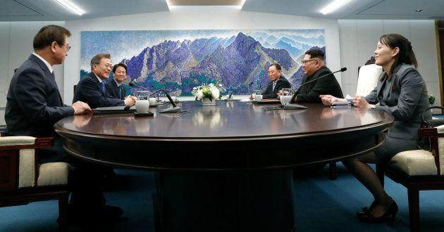 La sala de reuniones de la cumbre, con todos los presentes de ambas