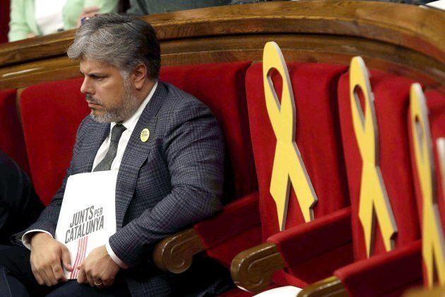 El portavoz del grupo parlamentario de JxCAT, Albert Batet, durante el pleno del