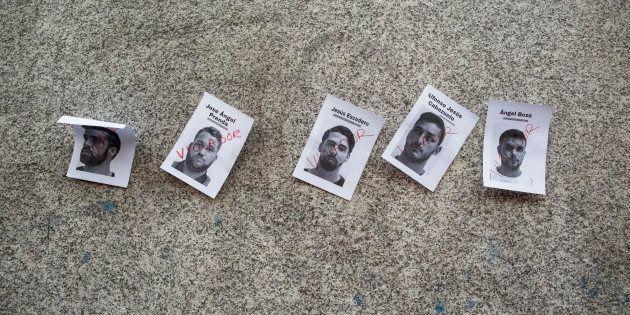 Carteles con las fotografías de los miembros de La Manada, pegados en el Ministerio de Justicia (Madrid),...