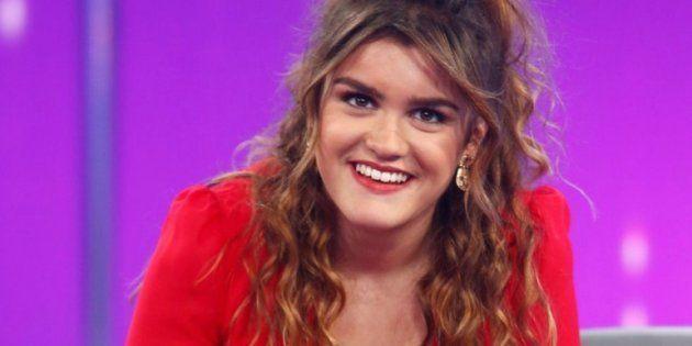 Amaia de 'OT' confiesa que el libro 'España de mierda' no falta en su