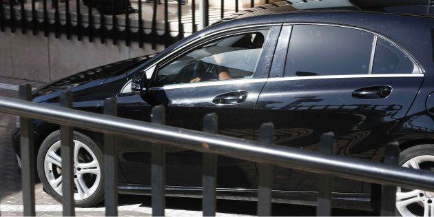 El coche en el que supuestamente iba Cristiano Ronaldo, a su llegada al aparcamiento del Juzgado de Instrucción...