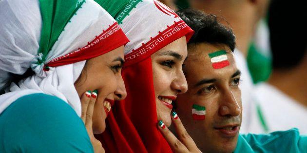 Cinco mujeres iraníes se disfrazan de hombres para acceder a un campo de