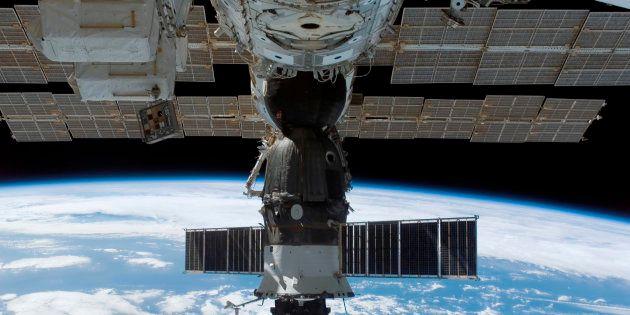 Dos astronautas, obligados a hacer un aterrizaje de emergencia por problemas en el motor del cohete ruso