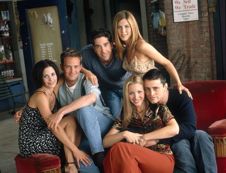 "Courteney Cox, Matthew Perry, David Schwimmer, Jennifer Aniston, Lisa Kudrow and Matt LeBlanc in a promotional shot from ""Fri"