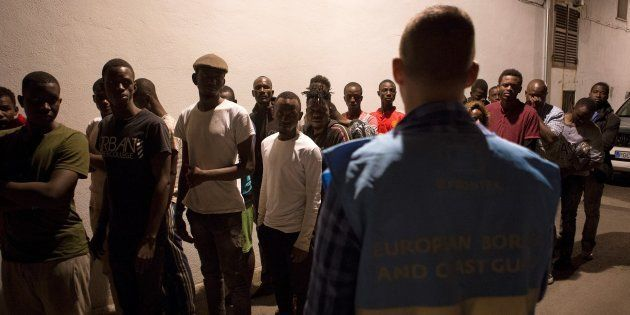 Un grupo de 57 inmigrantes, rescatados en el Mar de Alborán, tras su llegada en la noche del jueves a