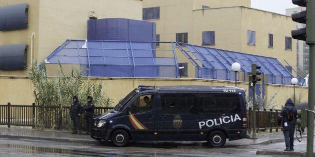 La Policía Nacional, a las puertas del CIE de Aluche tras otro motín, en el otoño de