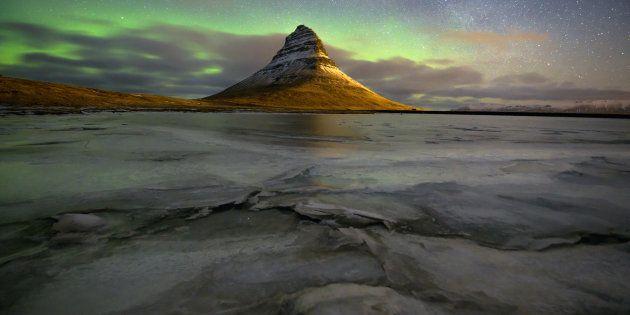 Una aerolínea busca a dos amigos para viajar por Islandia y el mundo por 3.300 € al
