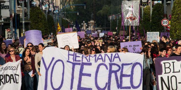 2.000 psicólogos y psiquiatras se suman a las protestas contra la sentencia de 'La