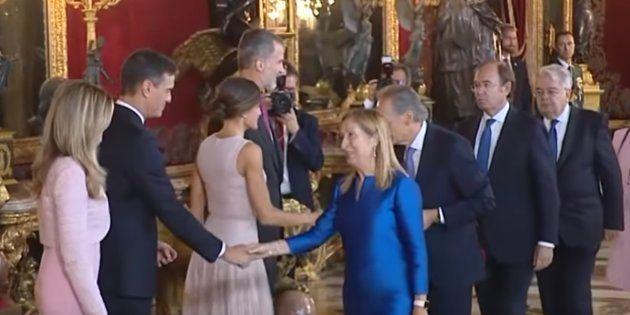 Pedro Sánchez y su mujer, Begoña Gómez, durante el besamanos del Día de la