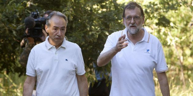 El presidente del Gobierno, Mariano Rajoy, acompañado por el presidente de la Autoridad Portuaria de...