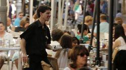 El paro cae en abril a 3,33 millones de personas, la menor cifra desde
