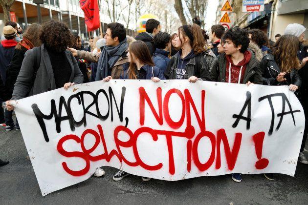 Un grupo de estudiantes de Secundaria y universitarios se manifiestan el pasado 1 de febrero contra la...