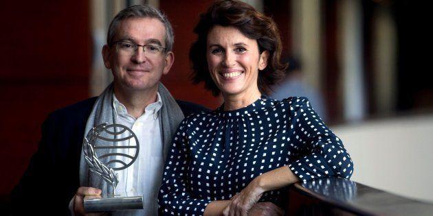 Santiago Posteguillo, ganador de la 67 edición del Premio Planeta de novela 2018, junto a la escritora...