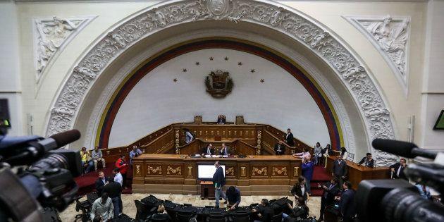 Vista general de una sesión especial de la Asamblea Nacional venezolana en el hemiciclo de sesiones,...