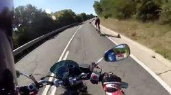 Esta maniobra de un motorista y un ciclista genera el aplauso unánime en