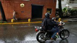 Atacan la embajada de España en Venezuela con cócteles