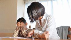 Confesión de madre: odio ayudar a mis hijos con los deberes de