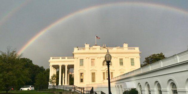 Aparece un doble arcoiris sobre la Casa Blanca y en Internet lo asocian con la ausencia de