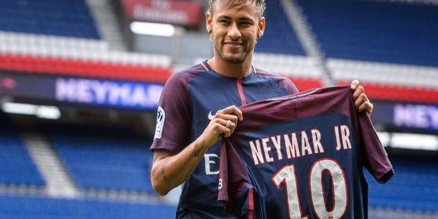 Neymar ya viste la camiseta del
