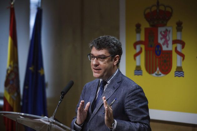 El ministro de Energía, Turismo y Agenda Digital, Álvaro Nadal, durante una rueda de prensa en su departamento,...