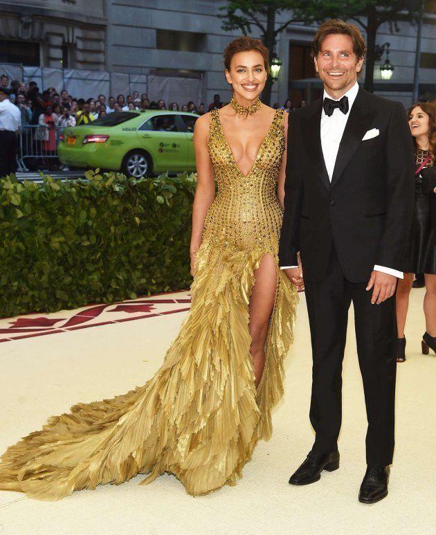 La insólita aparición de Irina Shayk y Bradley Cooper en la Gala