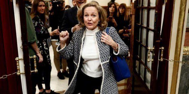La ministra de Economía, Nadia Calviño, a su llegada al Congreso de los Diputados donde asiste al pleno...