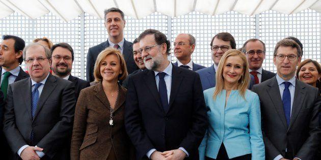 Mariano Rajoy con los líderes regionales de su partido en una imagen de febrero de 2018. EFE/Juan Carlos