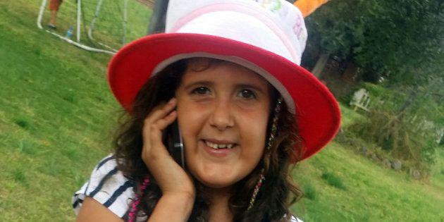 Júlia tiene nueve años y nació con síndrome de