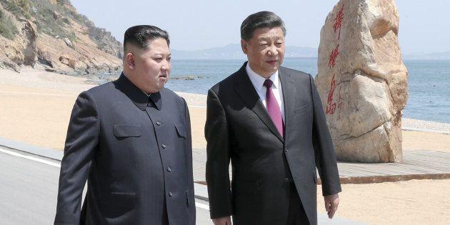 Kin Jong Un y Xi Jinping durante su encuentro sorpresa en