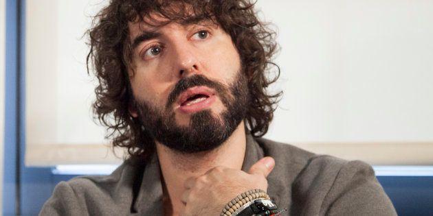El cantante Mikel Izal niega las acusaciones de acoso
