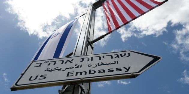 Nuevos carteles indicadores en Jerusalén, indicando la embajada